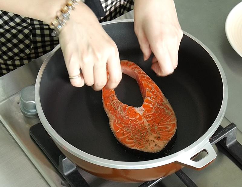 檸檬鮭魚佐時蔬全能平底鍋